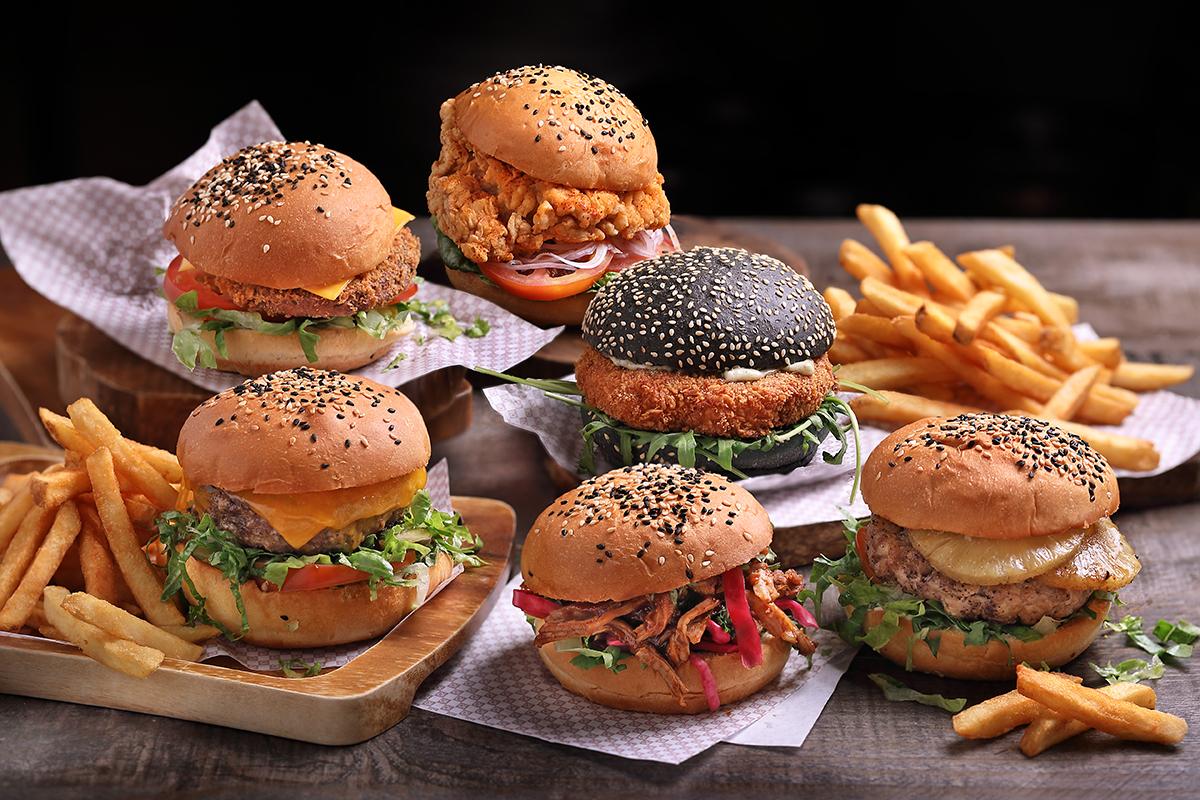 Clarke-Quay-Burger---Group-(Landscape)